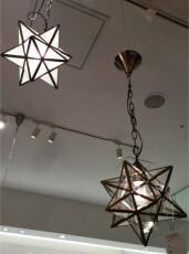 天井からも吊せるランプ