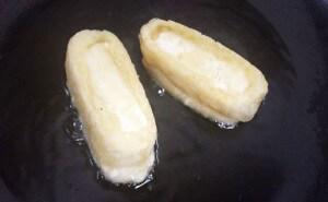 豆腐を揚げる