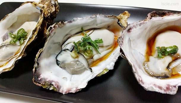 牡蠣の殻をお皿にする