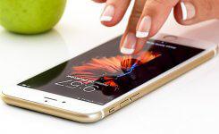 自分の電話番号を確認する方法(iPhone & Android)