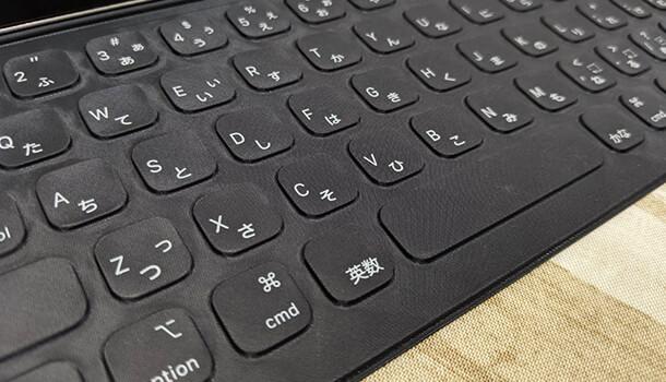 Smart Keyboard Folio はタッチパッドがない